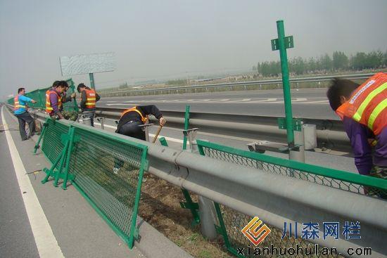 高速公路护栏网-防眩网安装实例