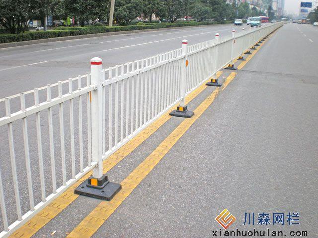 高铁金属锌钢护栏好多钱一平方