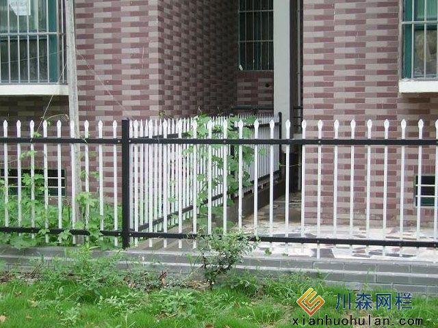 养殖场锌钢护栏如何挑选护栏网产品