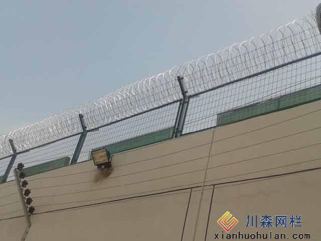 双边丝锌钢护栏优点是什么呢?