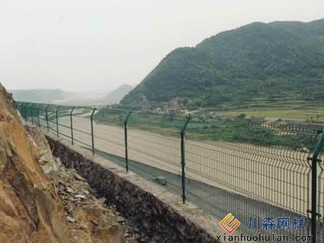 金属锌钢护栏有几个类型