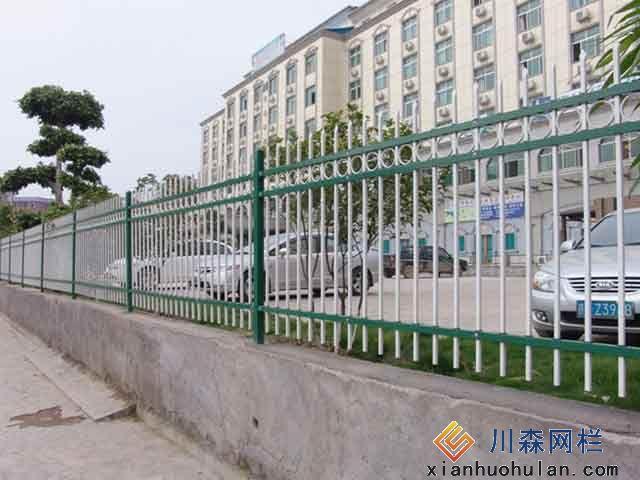 双边丝锌钢护栏的样式安装方法及注意事项