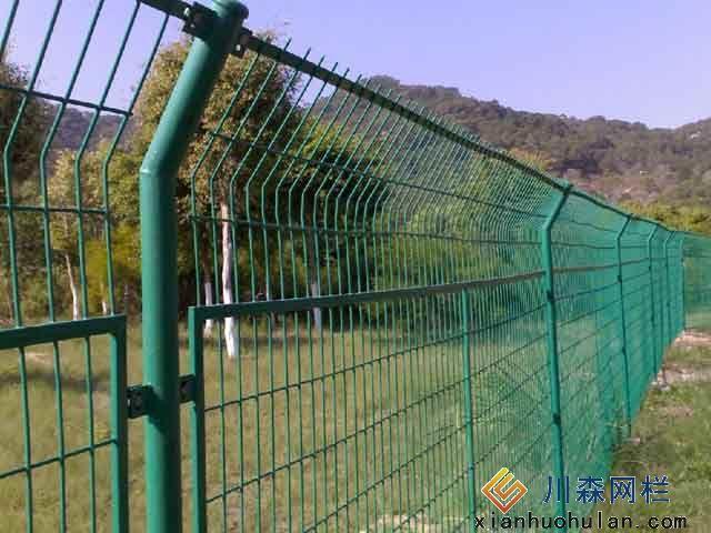 金属护栏网