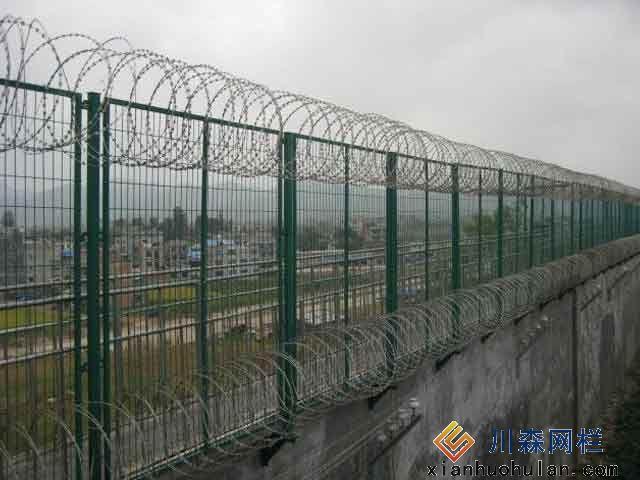 金属锌钢护栏开挖几米