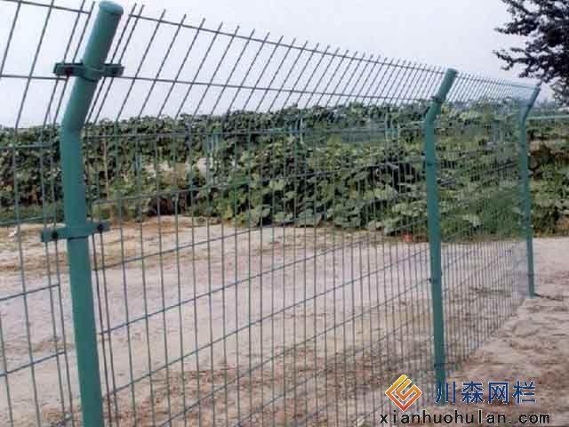 高铁金属锌钢护栏有什么不同?