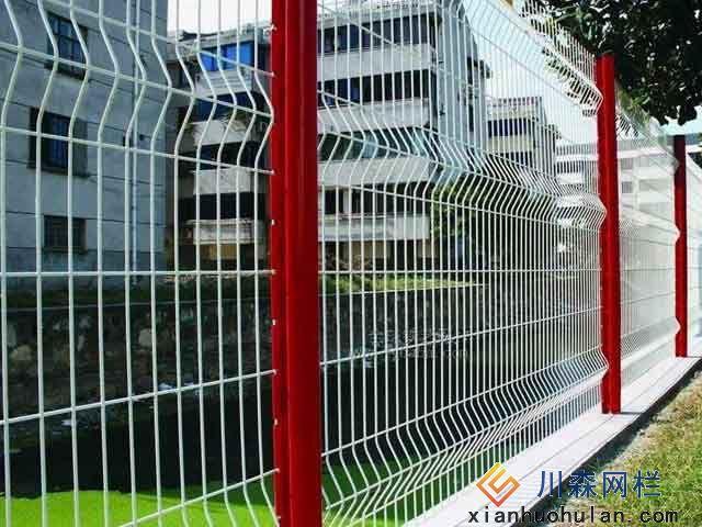 市政道路锌钢护栏应设置多高比较好