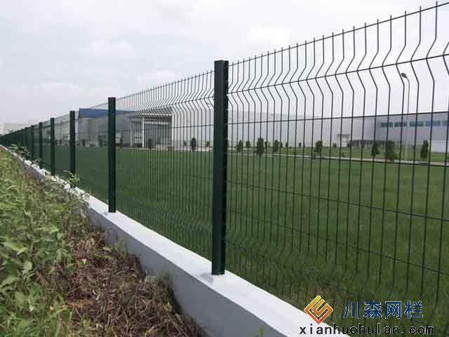 双边丝锌钢护栏安装中应注意的问题
