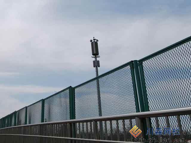 工厂车间锌钢护栏优点各是什么?