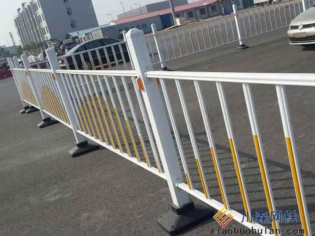 高铁金属锌钢护栏材料