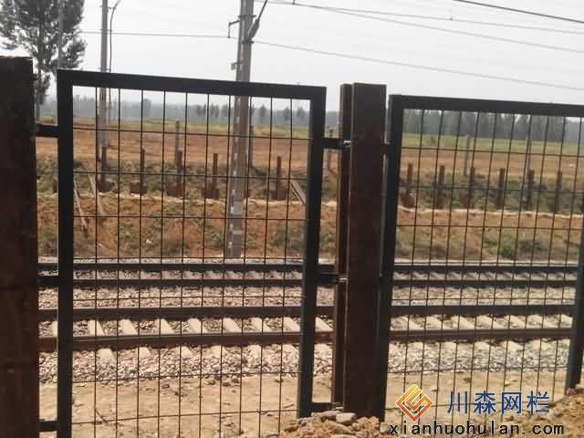 我厂供河北境内某线路铁路护栏网展示