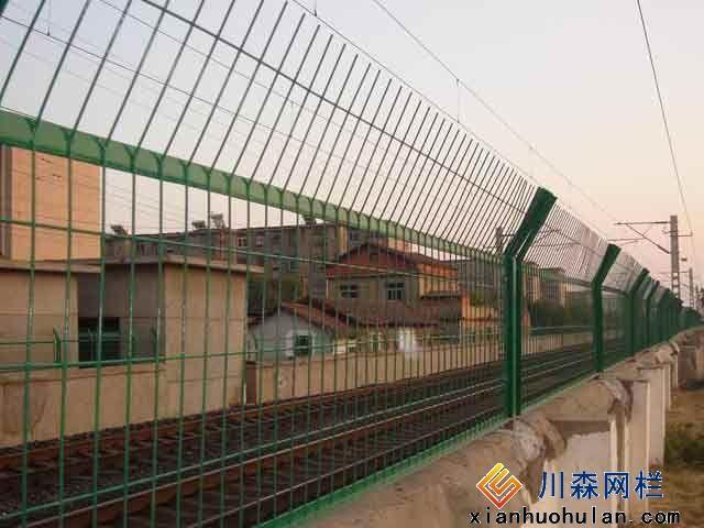足球场护栏网安装示意图
