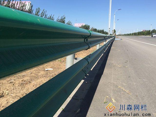 工厂车间锌钢护栏尺寸检测