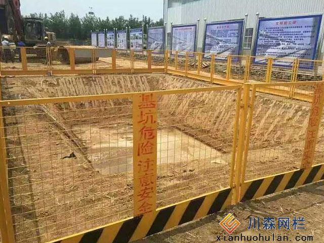 养殖场锌钢护栏优势所在你都知道了吗?